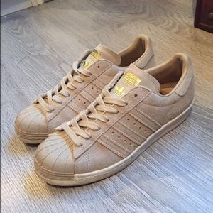 Nude Adidas Superstars